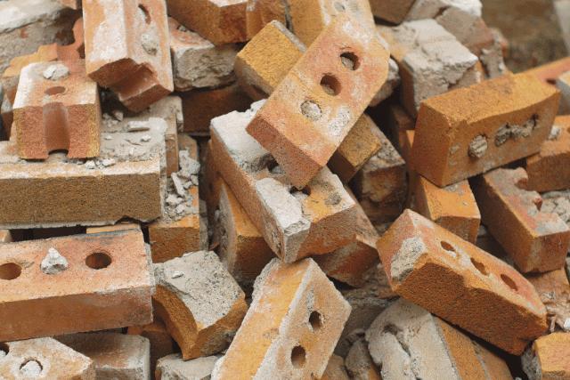 ביצוע עבודות עפר לאחר הריסת מבנה: מה החשיבות?